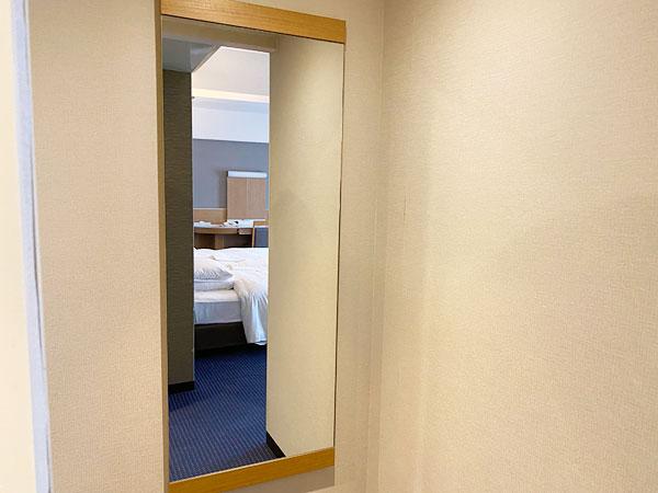 入り口近くの全面鏡(リーガロイヤルホテル大阪)