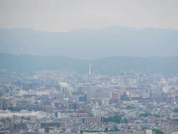 嵐山モンキーパーク山頂から見える京都タワー