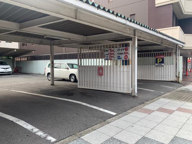 駐車場の出入り口