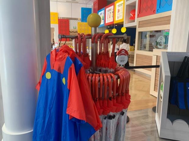 マリオのポンチョと傘