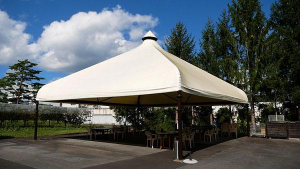 屋外テントのヴィンヤードグリル